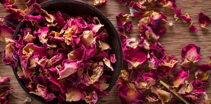 How to Use Dried Rose Petals in Your Home for Different Purposes